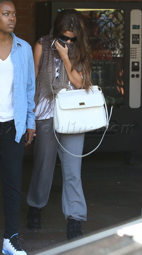 sunglasses Selena Gomez  sweats scarf purse justin beiber fans