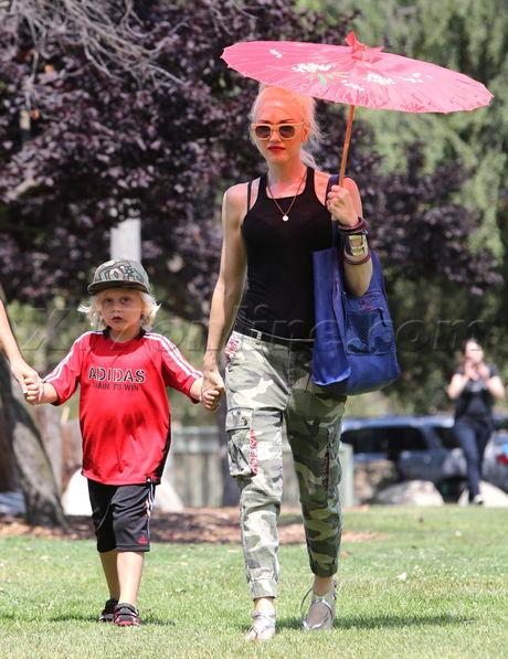 Gwen Stefani Zuma Pasadena Museum of History Adidas parasol