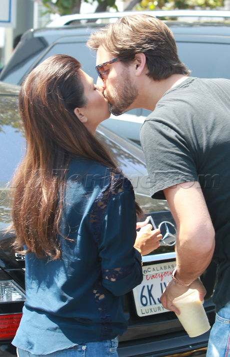 Kourtney Kardashian Scott Disick Kiss