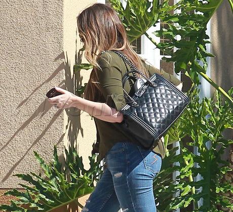 sunglasses heels tee shirt jeans lamar odom  cheating scandal hotel hilton