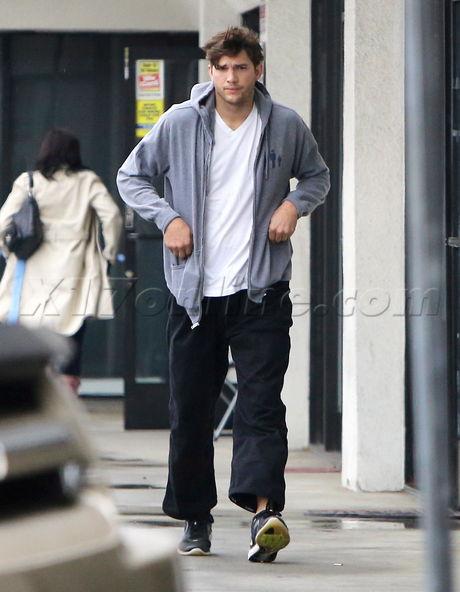 Ashton Kutcher, Mila Kunis casual hoodie track pants