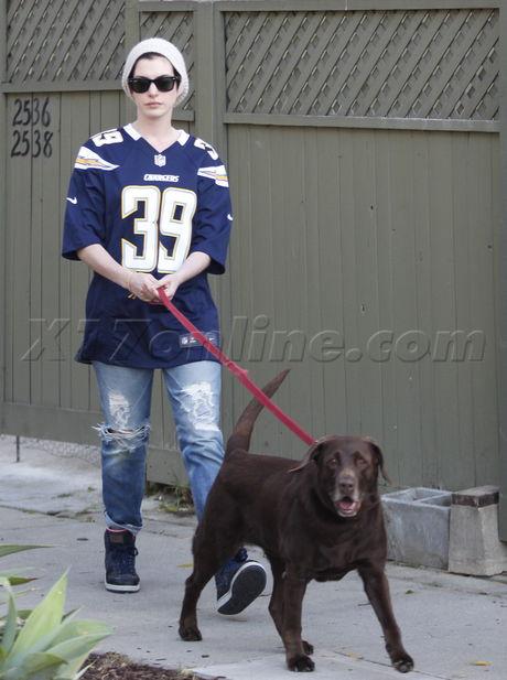 sunglasses  Anne Hathaway adam Shulman echo park knit cap jersey dog dog walk