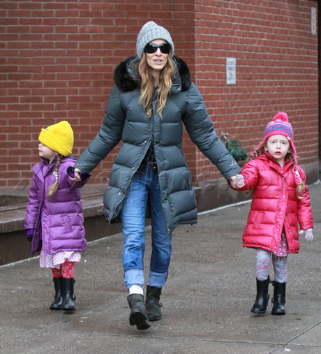 Sarah Jessica Parker twins new york city cold chilly jacket beanie cute adorable sunglasses