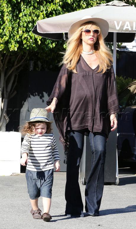 sunglasses jeans shopping pregnant Rachel Zoe