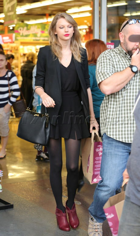 Taylor Swift Shops For Antiques And Groceries X17 Online X17 Online
