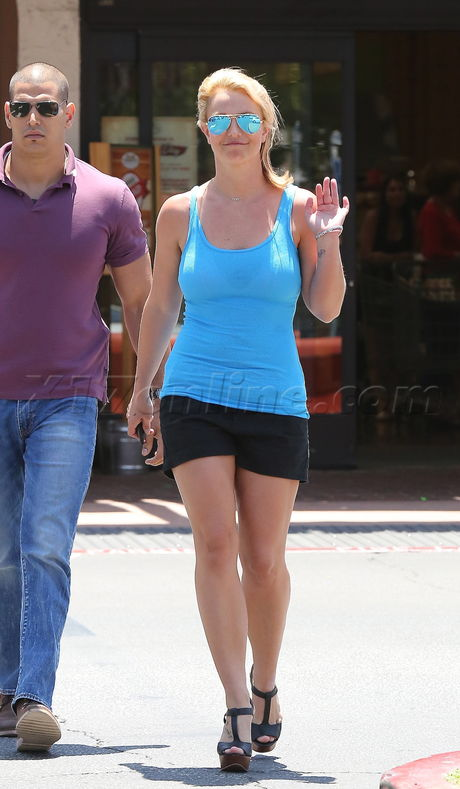 britney spears gym tank top sprouts shorts tank tan wedges aviators