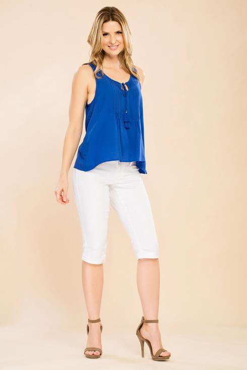 Women Petite 3-Button Denim Capri