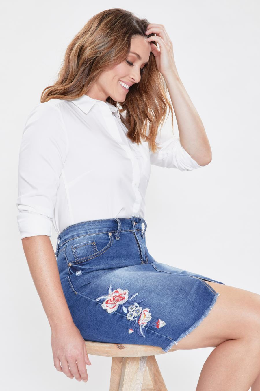 Women Floral Mid-Rise Embroidery Skirt