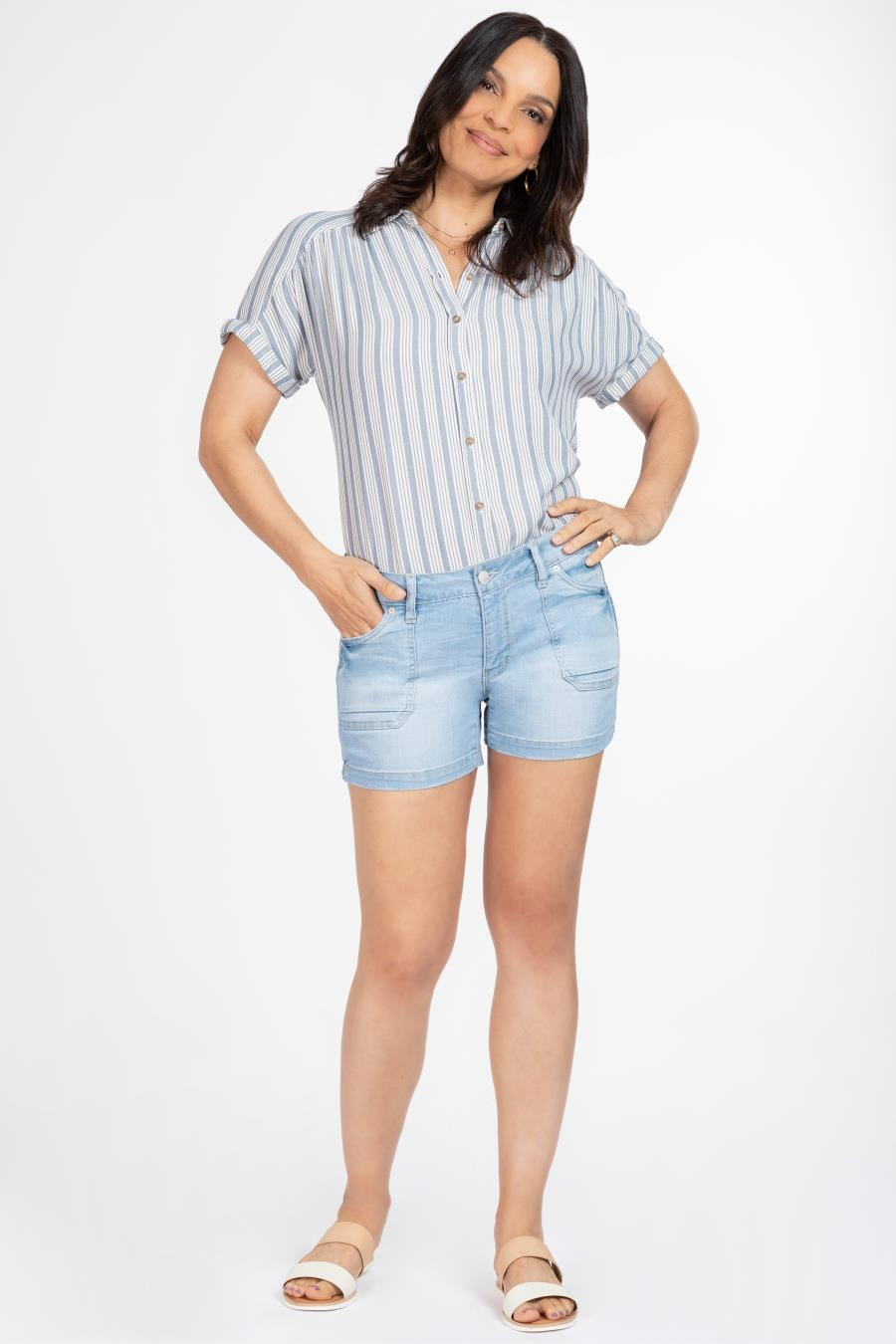 Women Petite Side Slit Shorts With Patch Pockets