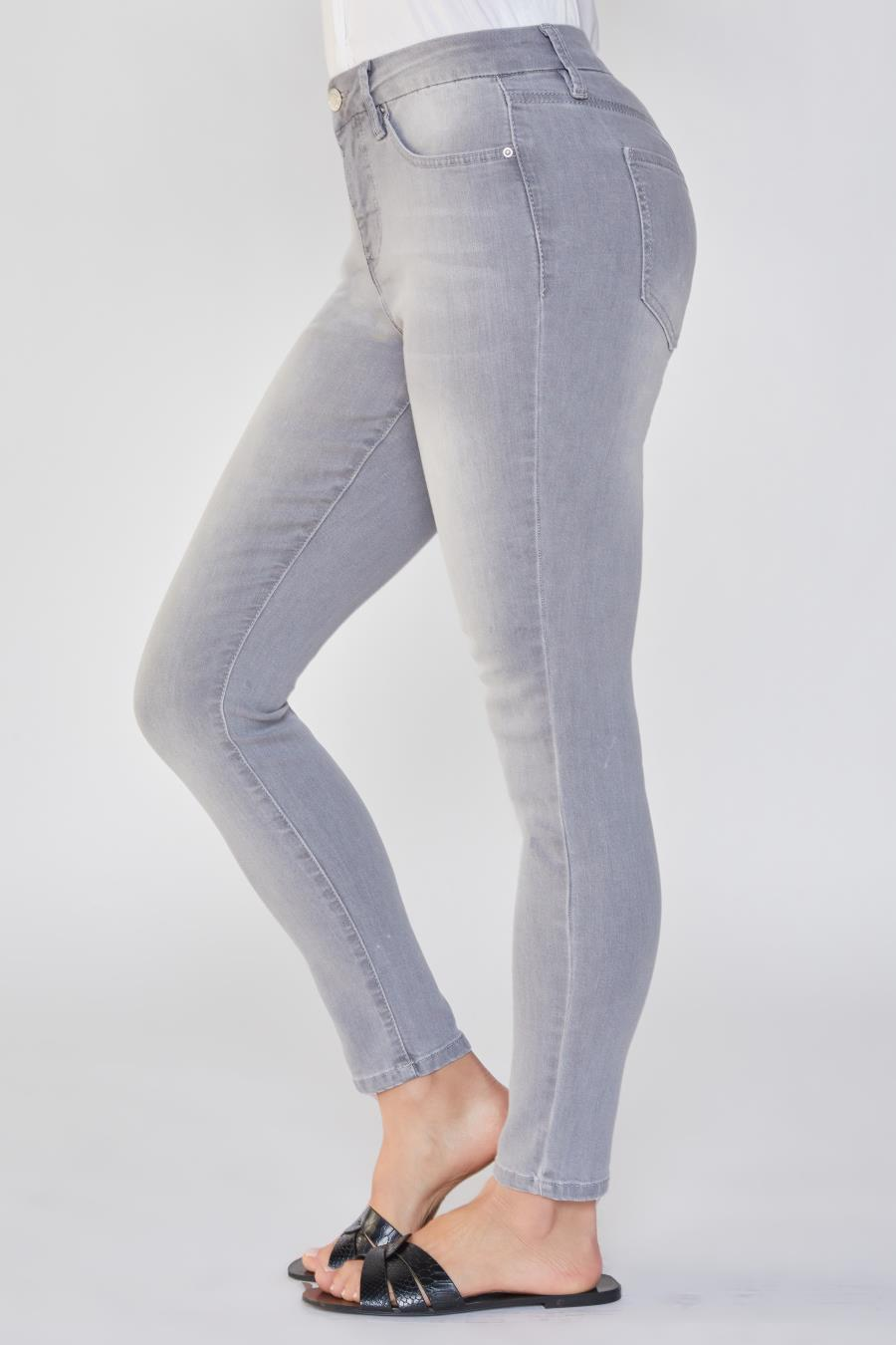 Women Curvy Fit High-Rise Skinny Jean Made With Recycled Fibers