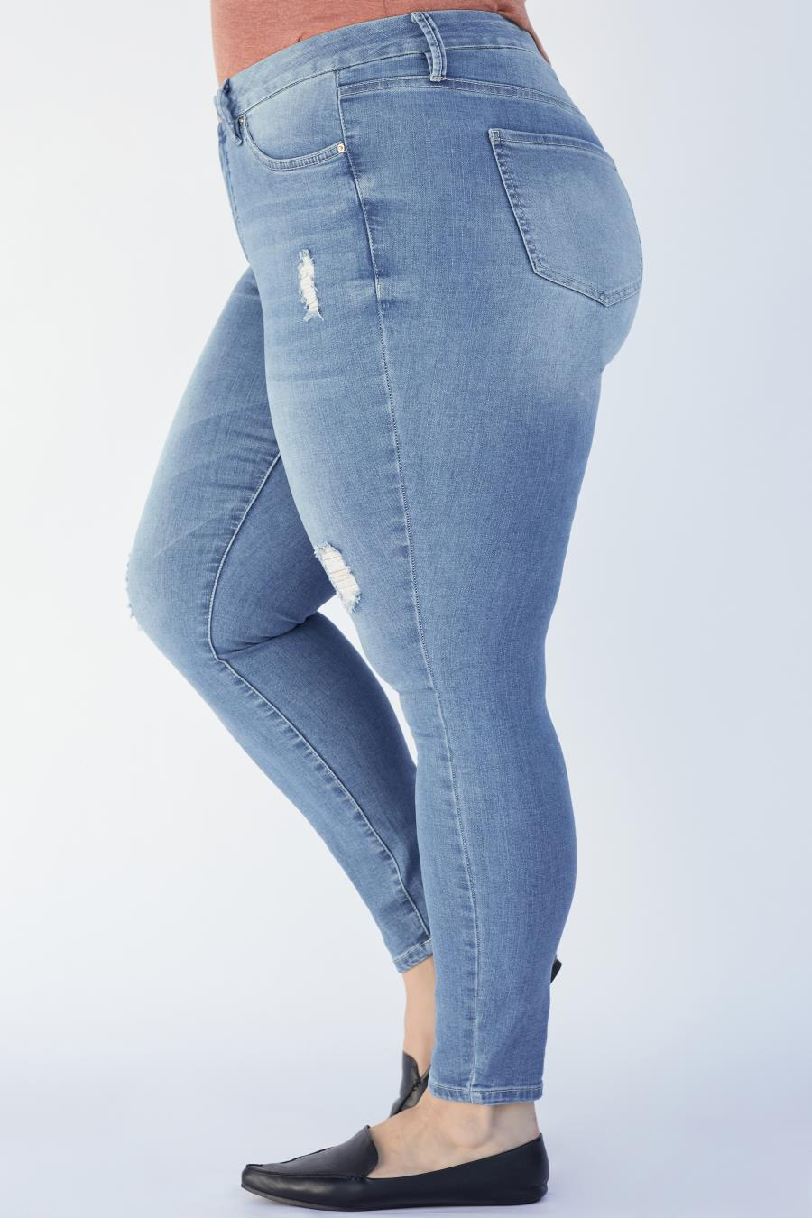 Women Plus Size Curvy Fit High-Rise Skinny Jean Made With Recycled Fibers